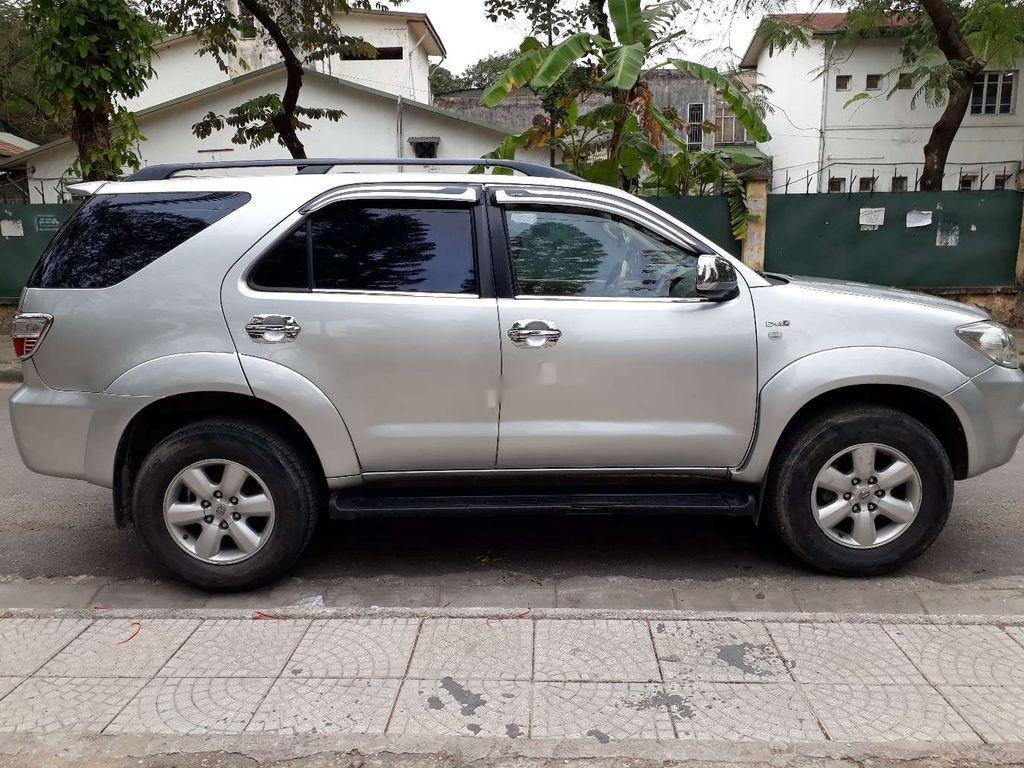Cần bán gấp Toyota Fortuner sản xuất 2010 còn mới (1)