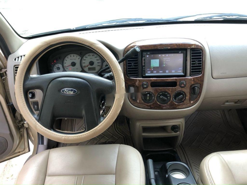 Cần bán gấp Ford Escape năm sản xuất 2004, giá mềm (10)
