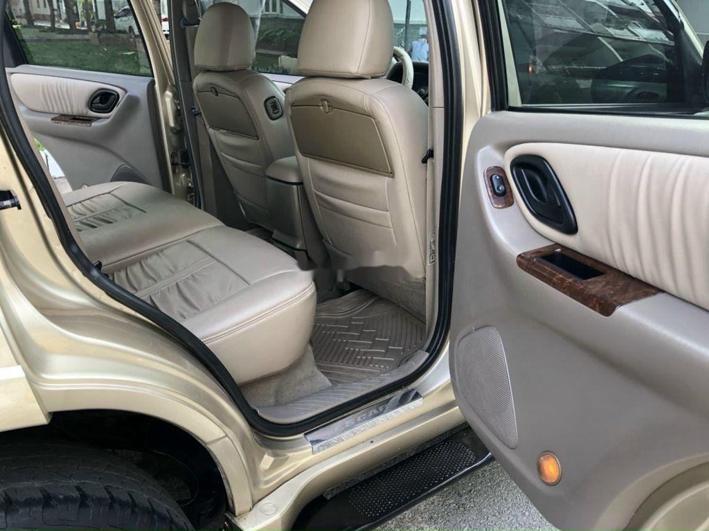 Cần bán gấp Ford Escape năm sản xuất 2004, giá mềm (12)