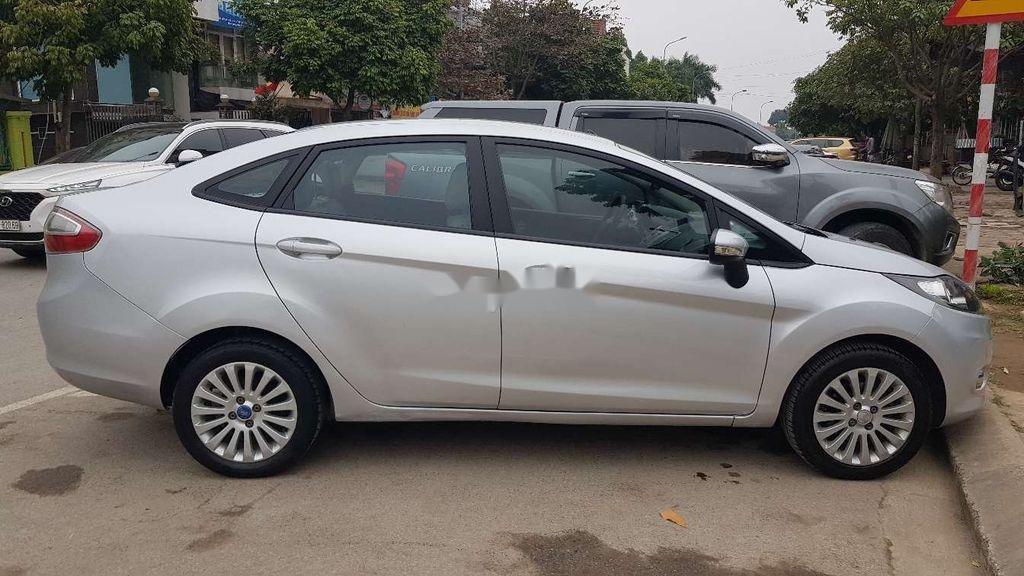 Cần bán lại xe Ford Fiesta sản xuất 2011 còn mới (3)