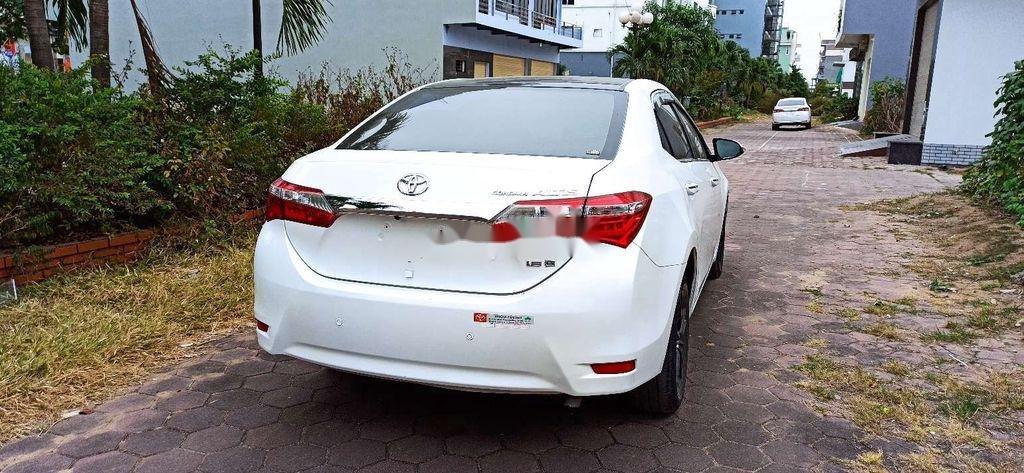 Cần bán lại xe Toyota Corolla Altis năm 2017 còn mới (3)