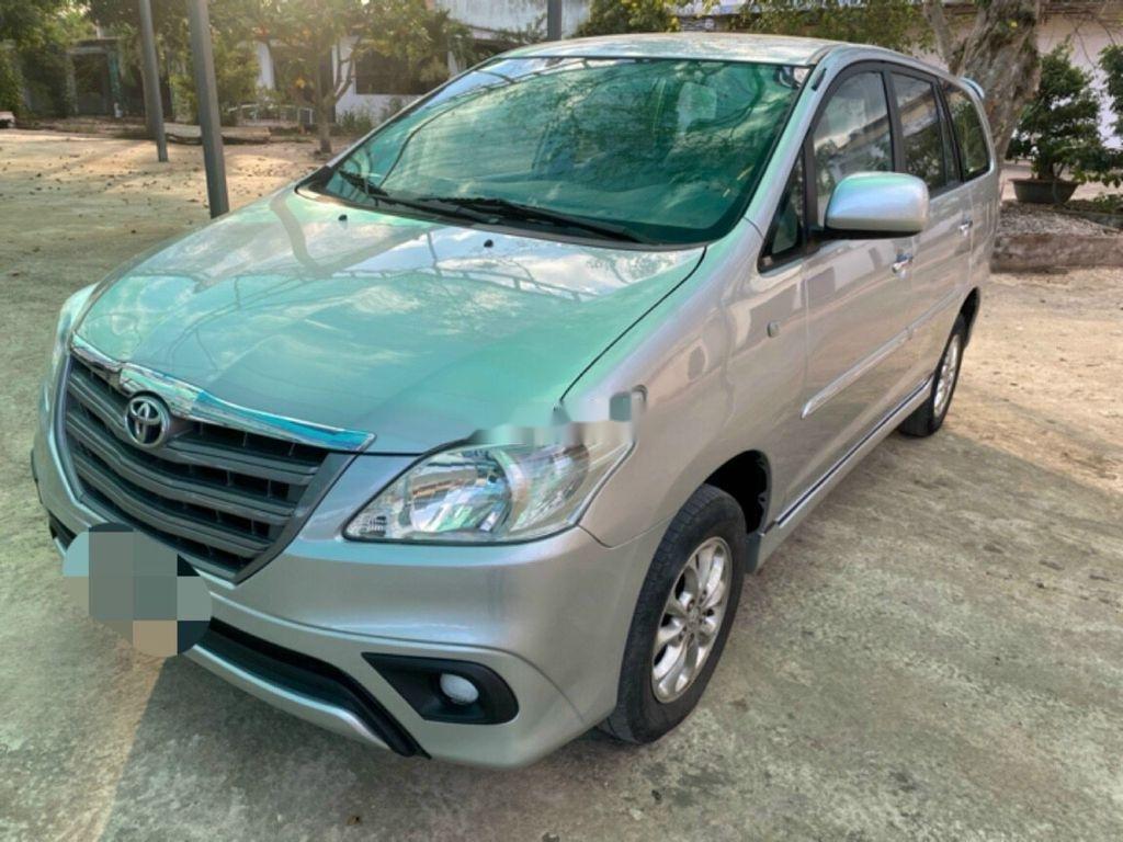 Cần bán xe Toyota Innova 2014, màu bạc ít sử dụng (1)
