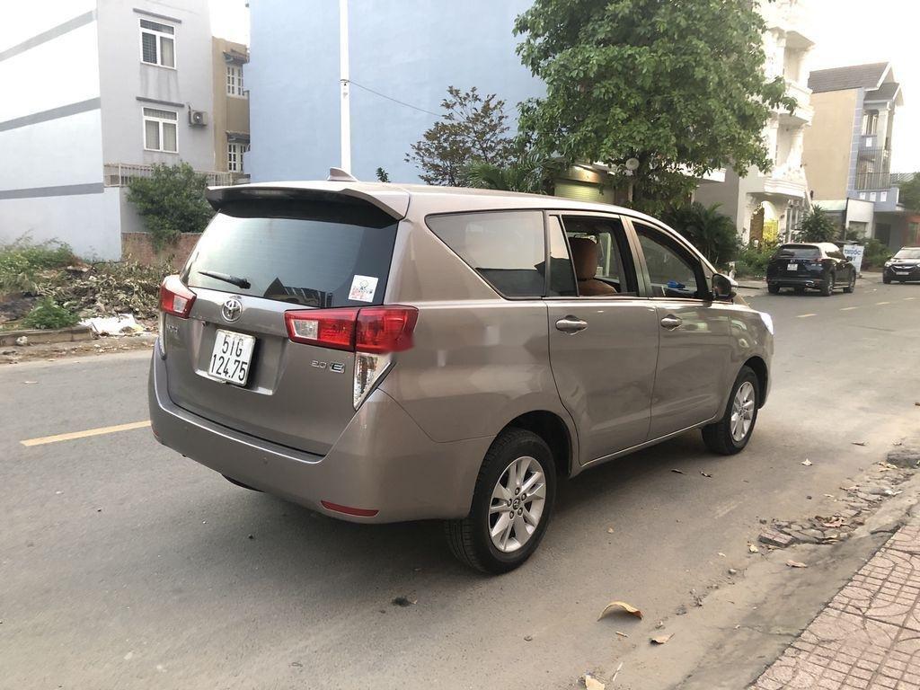 Cần bán Toyota Innova năm 2017 còn mới (4)