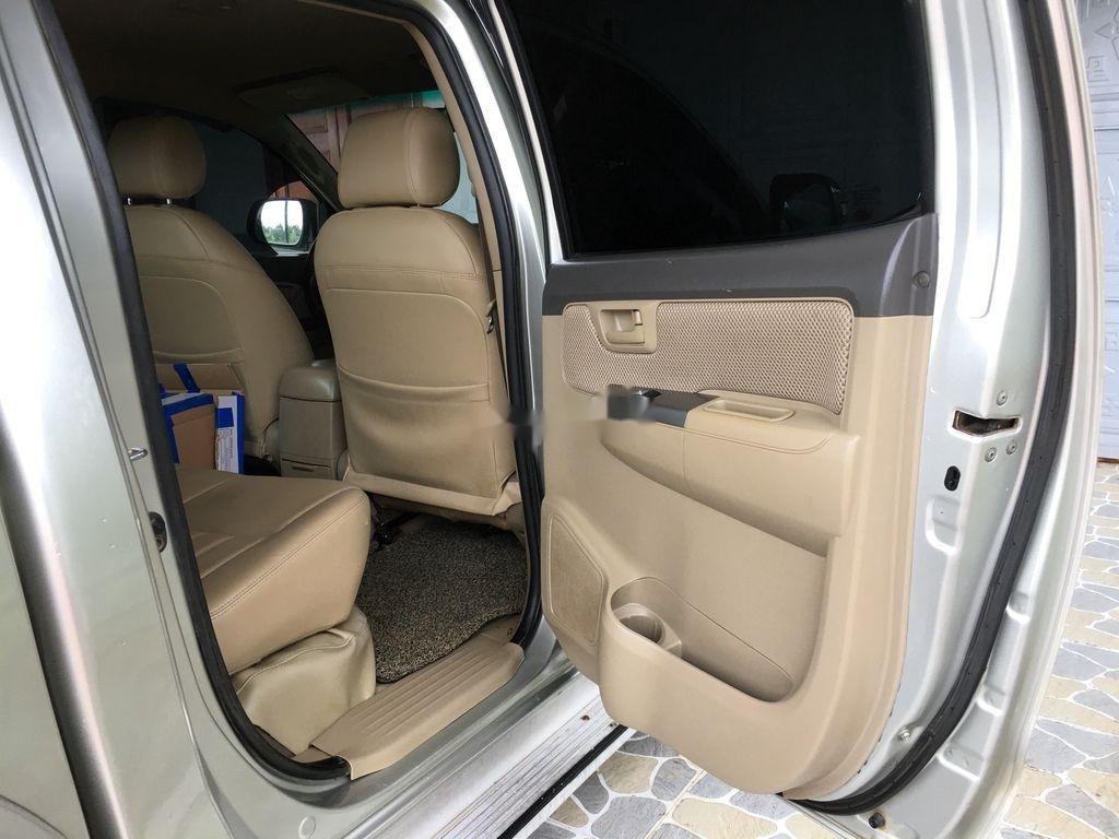 Cần bán gấp Toyota Hilux đời 2013, màu bạc, xe nhập xe gia đình (3)