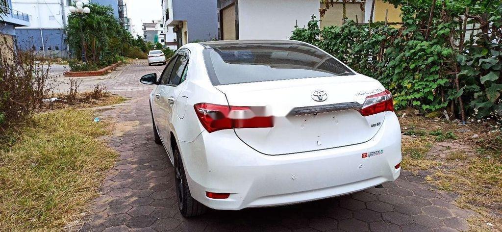 Cần bán lại xe Toyota Corolla Altis năm 2017 còn mới (4)