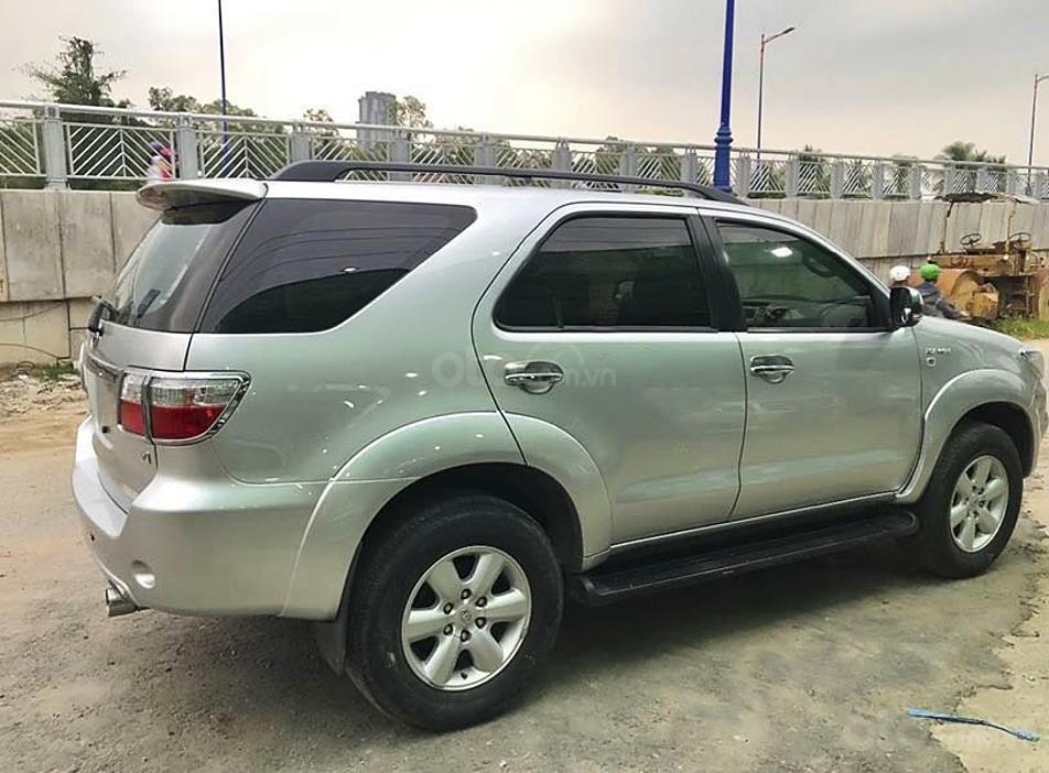 Bán ô tô Toyota Fortuner sản xuất năm 2011, màu bạc còn mới, giá 450tr (1)