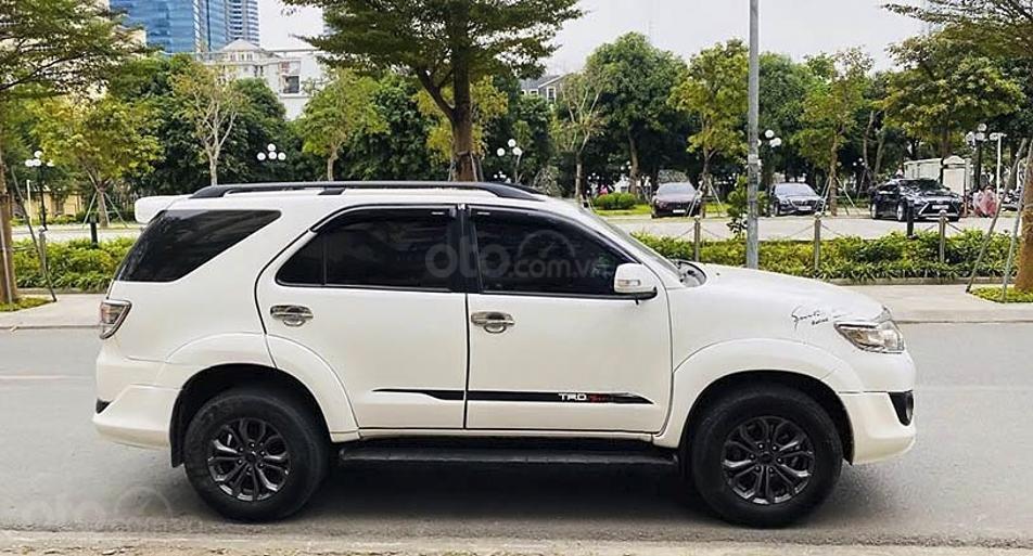 Bán Toyota Fortuner TRD Sportivo 4x4 AT sản xuất năm 2015, màu trắng, giá chỉ 689 triệu (1)