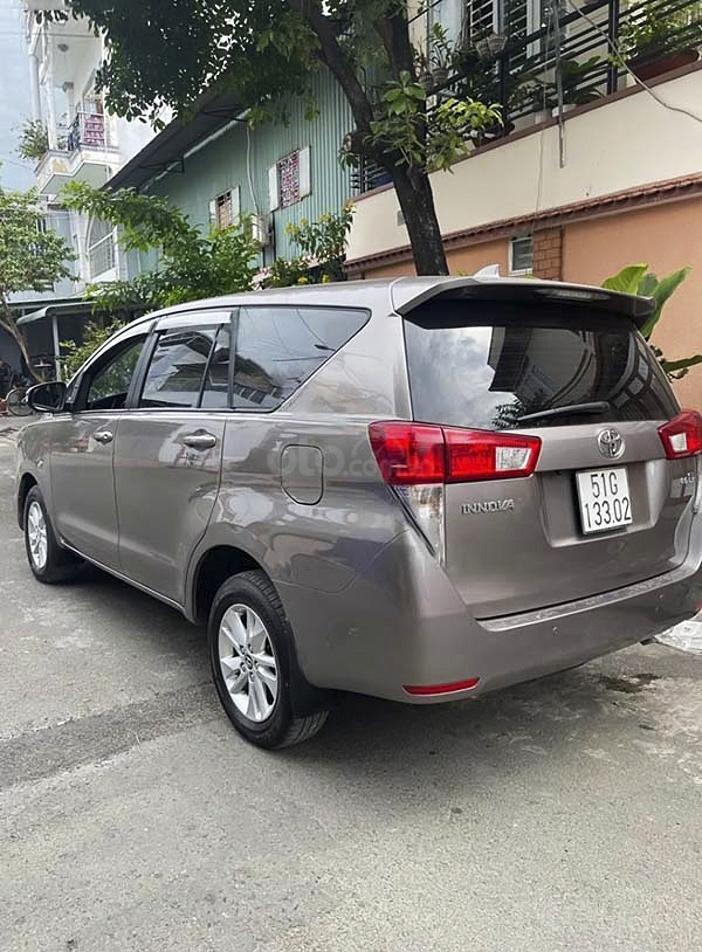 Cần bán lại xe Toyota Innova sản xuất 2017 còn mới (4)