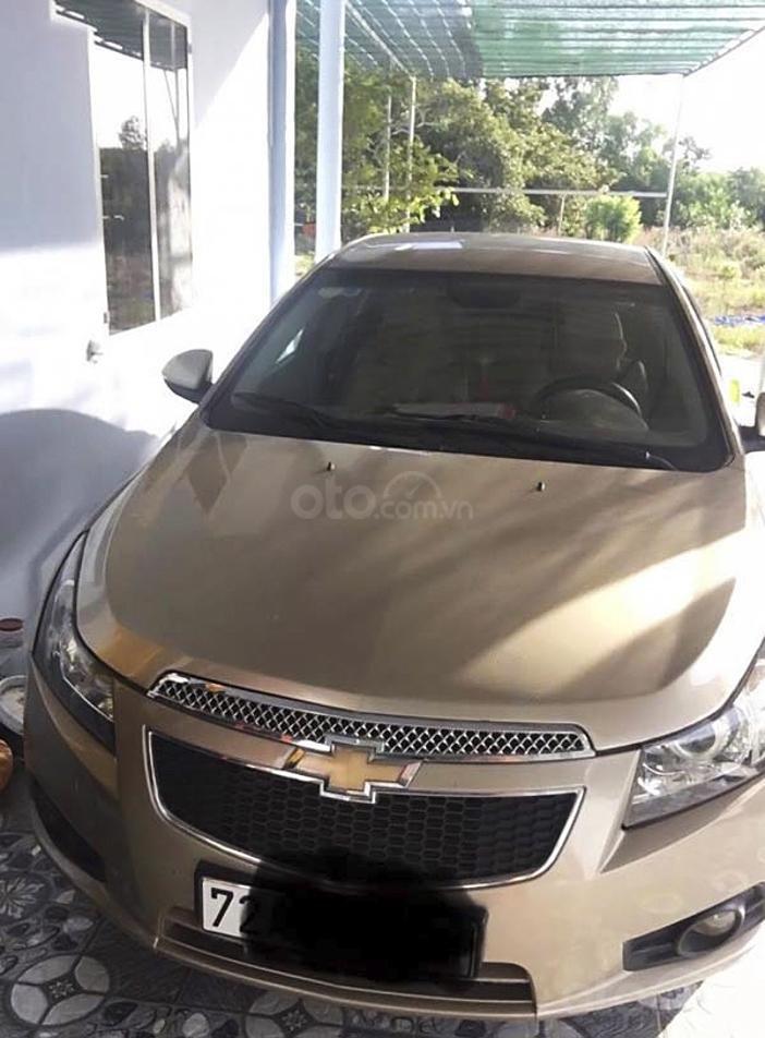 Cần bán lại xe Chevrolet Cruze sản xuất 2010, màu vàng còn mới, 285 triệu (1)