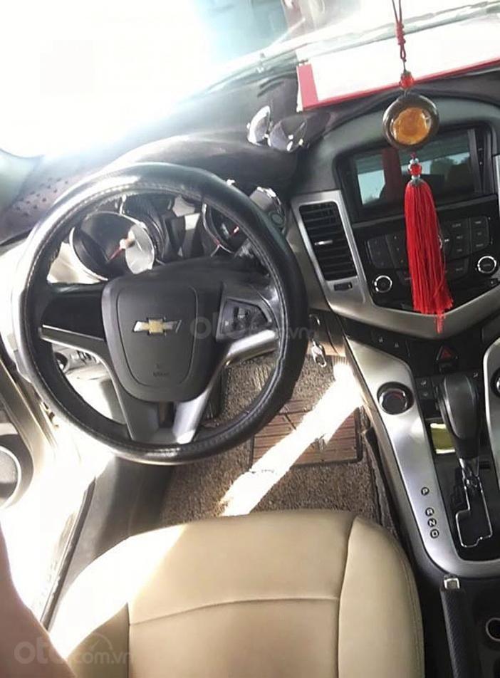 Cần bán lại xe Chevrolet Cruze sản xuất 2010, màu vàng còn mới, 285 triệu (2)