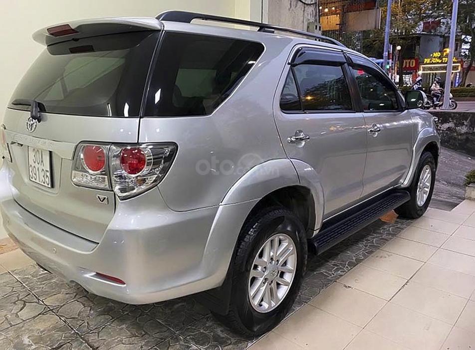 Cần bán lại xe Toyota Fortuner sản xuất năm 2014, màu bạc còn mới (2)
