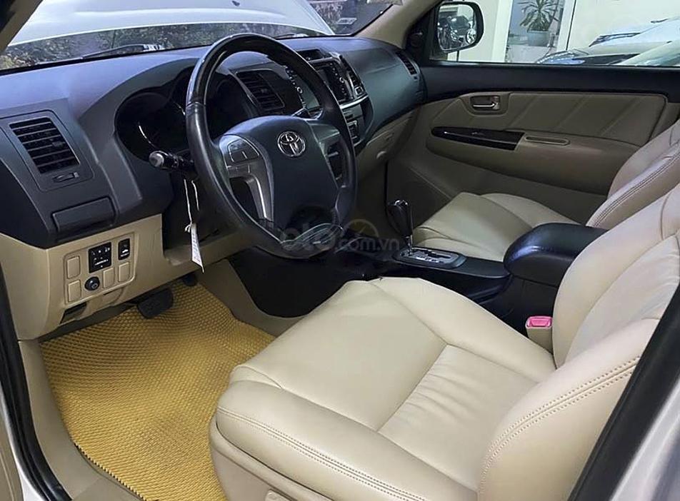 Cần bán lại xe Toyota Fortuner sản xuất năm 2014, màu bạc còn mới (4)