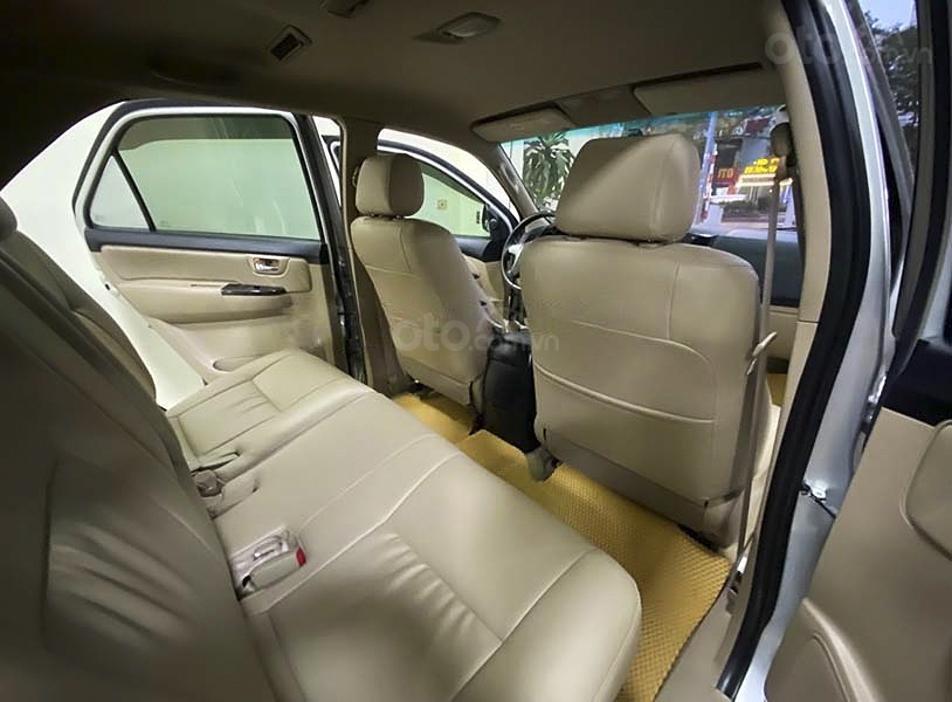 Cần bán lại xe Toyota Fortuner sản xuất năm 2014, màu bạc còn mới (3)