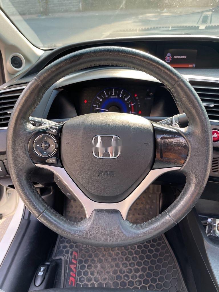 Cần bán Honda Civic sản xuất 2015 còn mới (11)