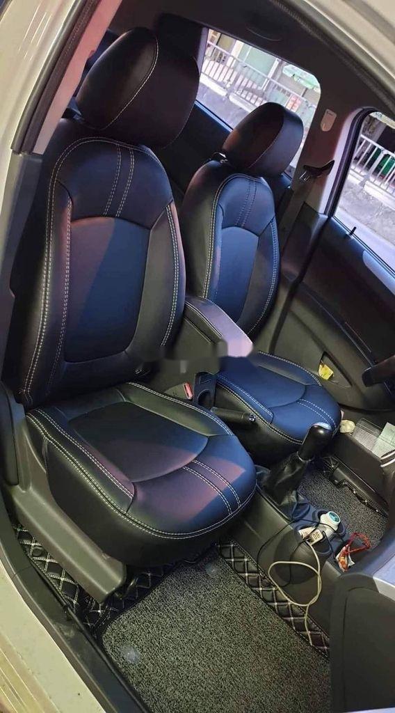 Bán Chevrolet Spark năm 2018, màu bạc còn mới (2)