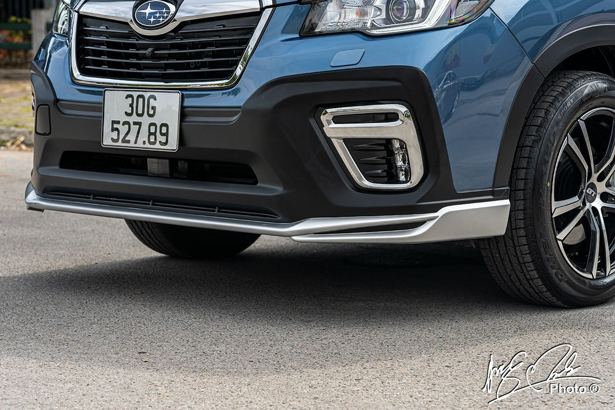 Ốp cản trước thể thao của Subaru Forester 2021 nhờ gói phụ kiện GT Edition .