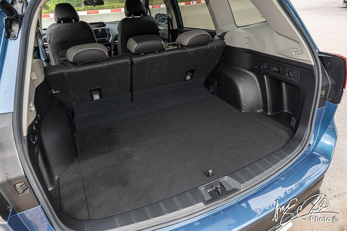 Khoang hành lý của Subaru Forester 2021.
