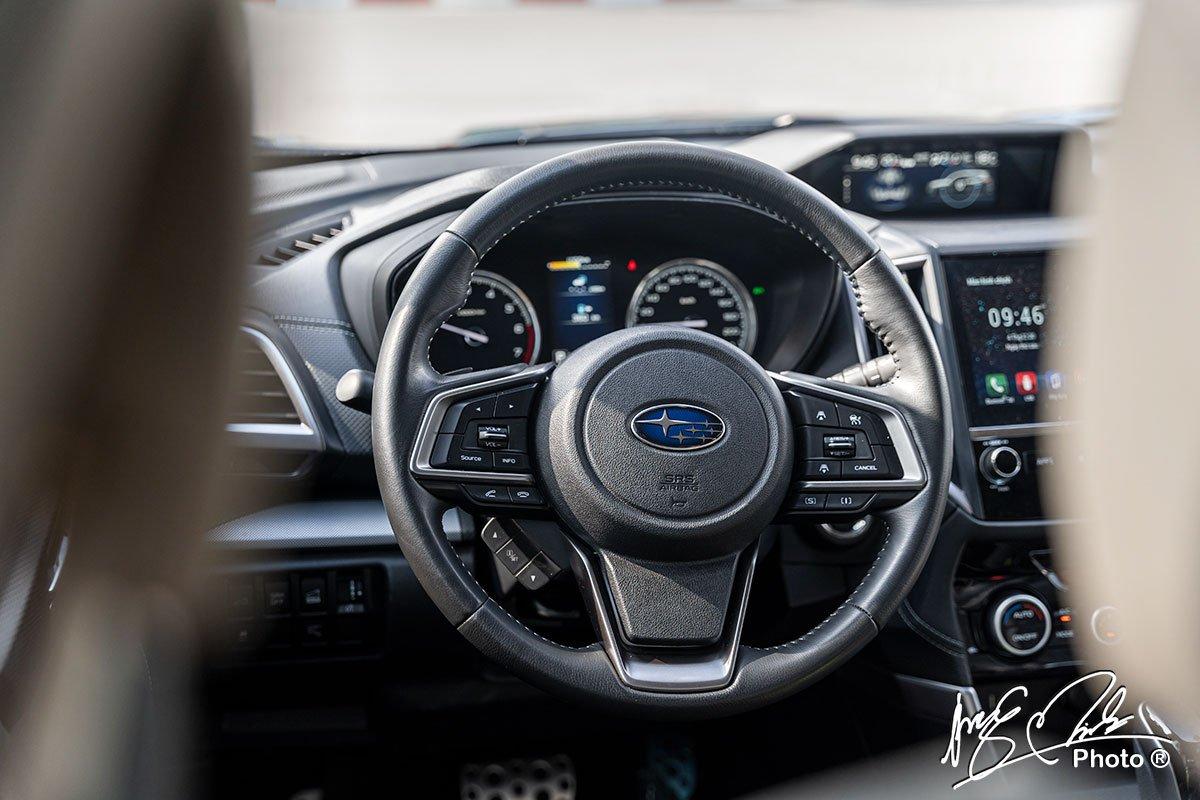vô-lăng bọc da tích hợp nhiều nút chức năng trên Subaru Forester 2021.