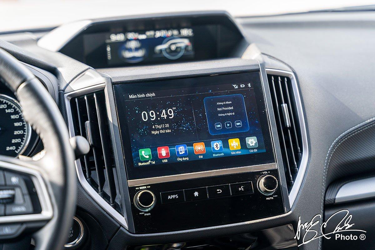 Màn hình kép hiển thị đa chức năng ở khu vực trung tâm của Subaru Forester 2021.