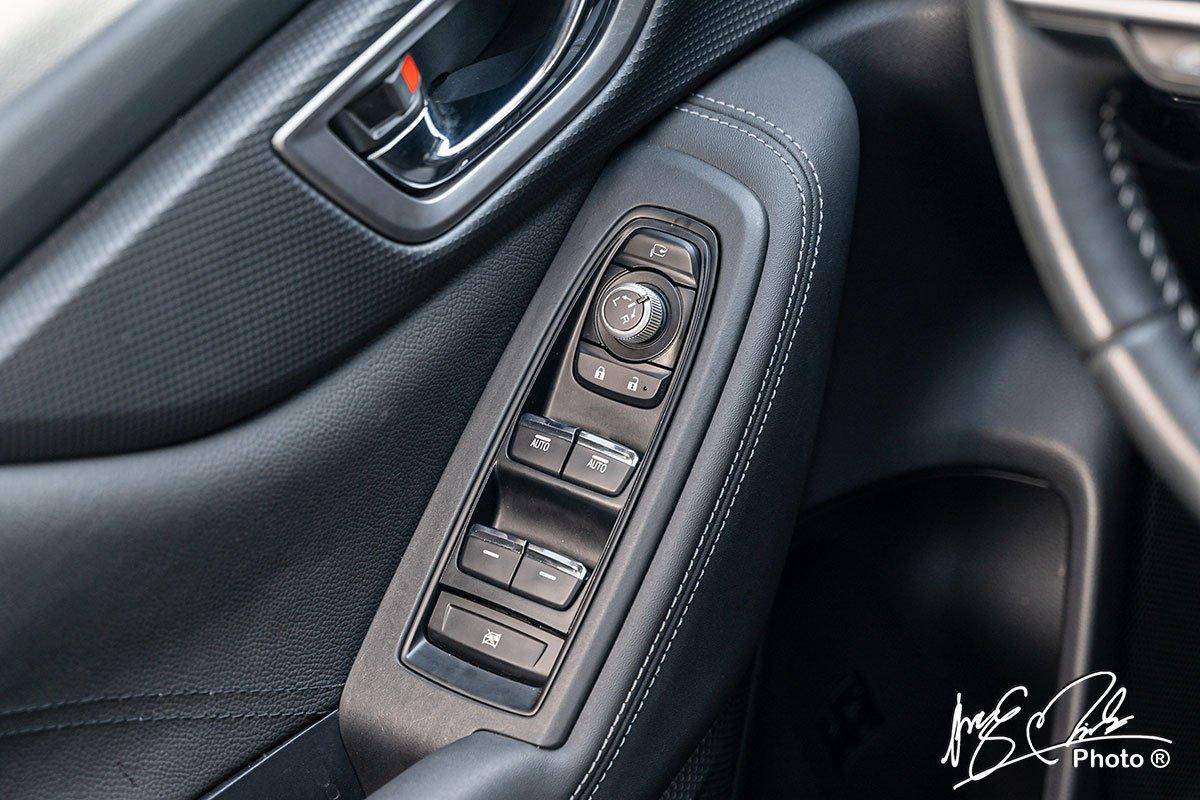 Lên xuống kính tự động 1 chạm cho hàng ghế trước trên Subaru Forester 2021.