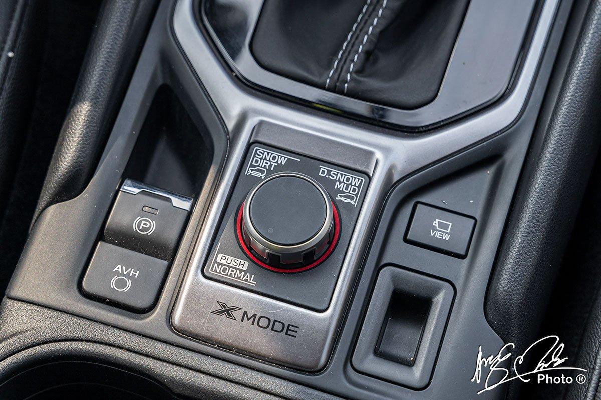 Phanh tay điện tử và giữ phanh tự động trên Subaru Forester 2021.