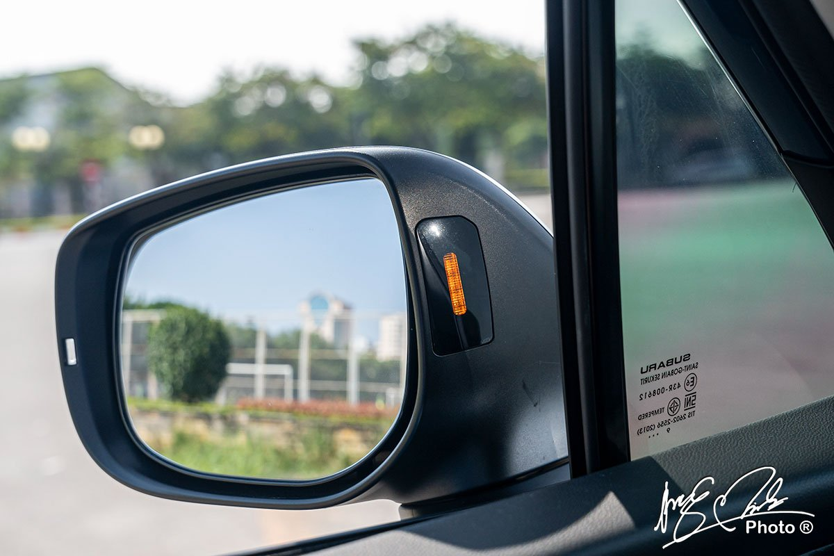 Cảnh báo điểm mù trên Subaru Forester 2021.
