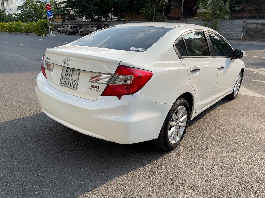 Cần bán Honda Civic sản xuất 2015 còn mới (7)