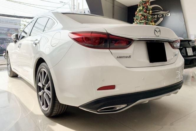 Cần bán gấp Mazda 6 sản xuất năm 2017, màu trắng  (5)