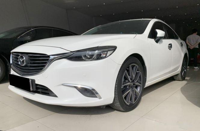 Cần bán gấp Mazda 6 sản xuất năm 2017, màu trắng  (3)