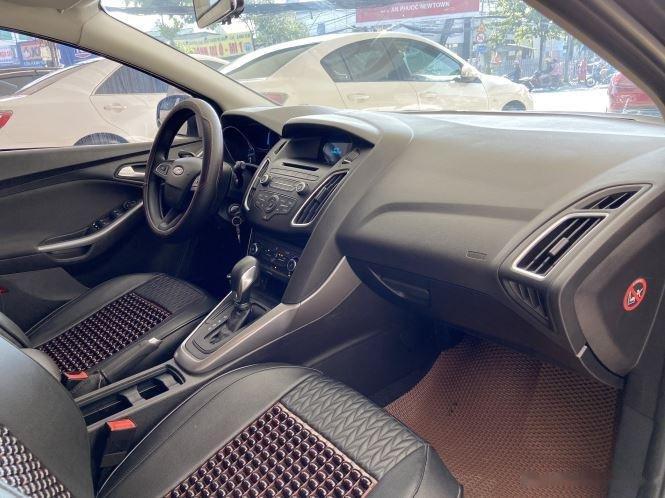 Xe Ford Focus đời 2018, màu xám, giá chỉ 530 triệu (10)