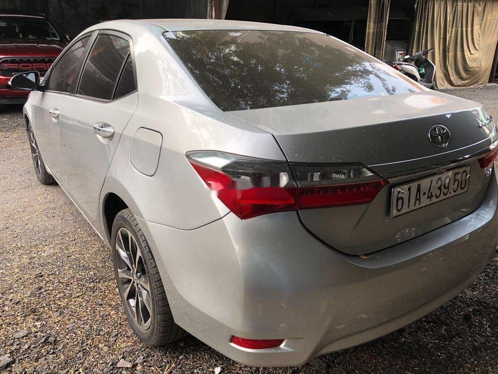 Bán Toyota Corolla Altis đời 2017, màu bạc (5)