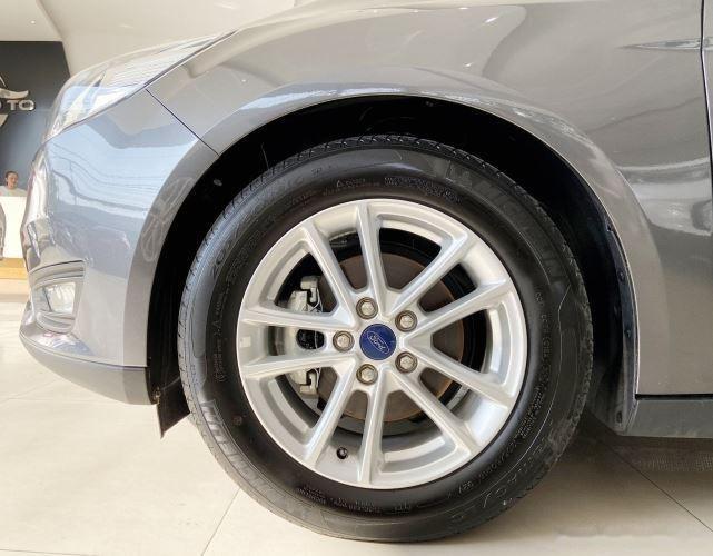 Xe Ford Focus đời 2018, màu xám, giá chỉ 530 triệu (2)