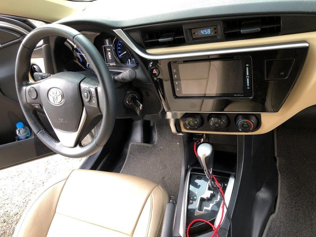 Bán Toyota Corolla Altis đời 2017, màu bạc (4)