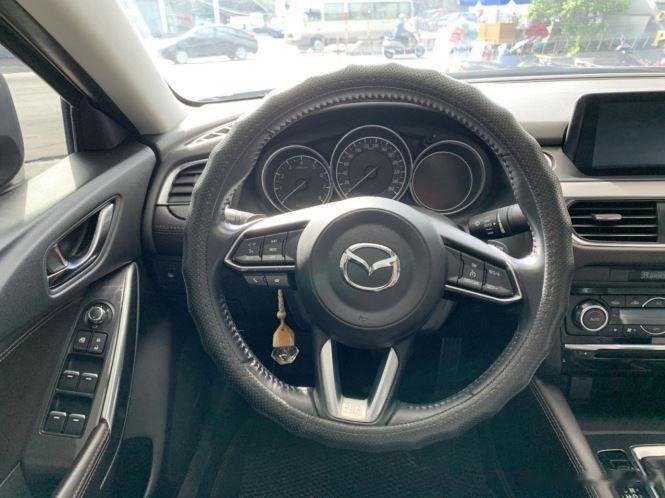 Cần bán gấp Mazda 6 sản xuất năm 2017, màu trắng  (11)