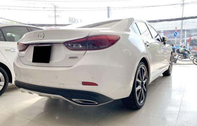 Cần bán gấp Mazda 6 sản xuất năm 2017, màu trắng  (4)