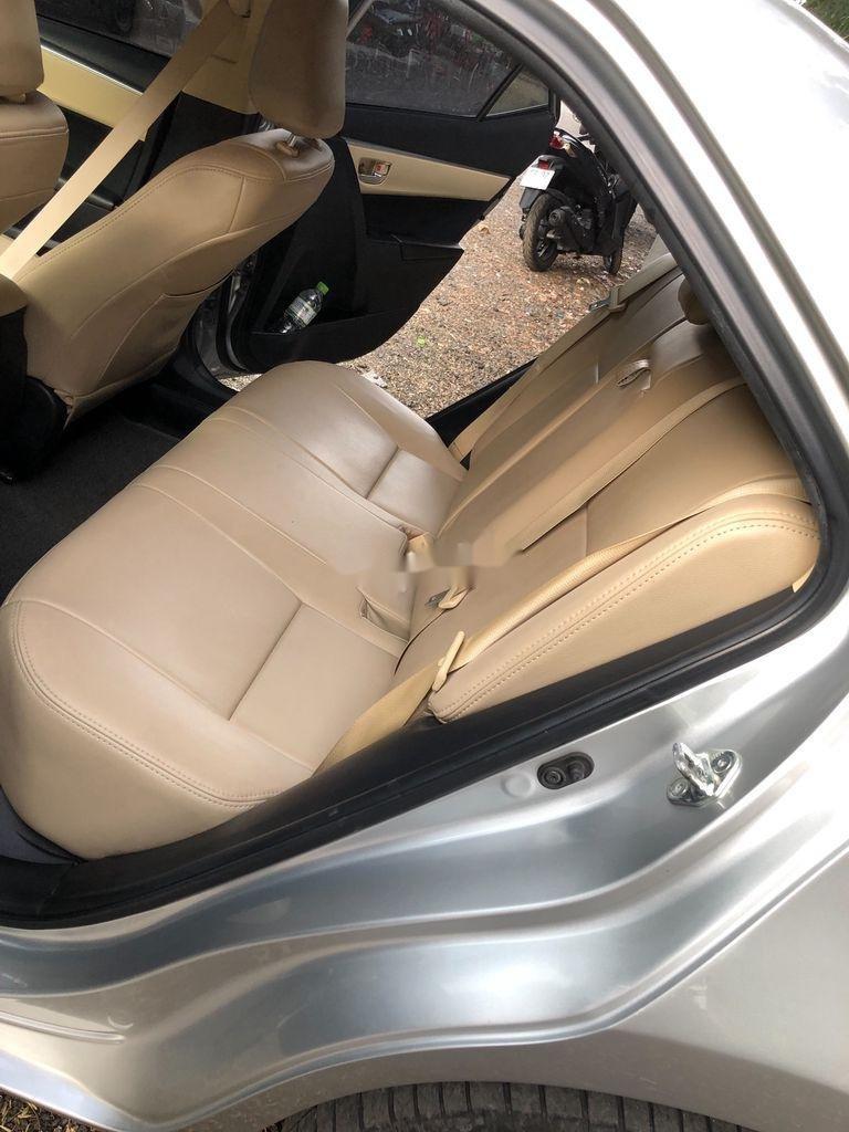 Bán Toyota Corolla Altis đời 2017, màu bạc (7)