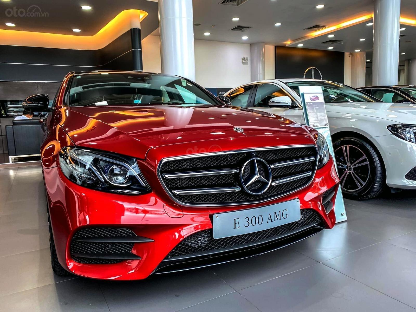 Mercedes-Benz E300 AMG sang trọng - đẳng cấp, giảm giá tiền mặt 150.000.000, có sẵn giao ngay (1)