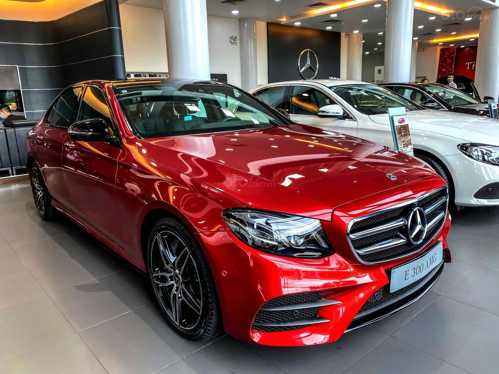 Mercedes-Benz E300 AMG sang trọng - đẳng cấp, giảm giá tiền mặt 150.000.000, có sẵn giao ngay (3)