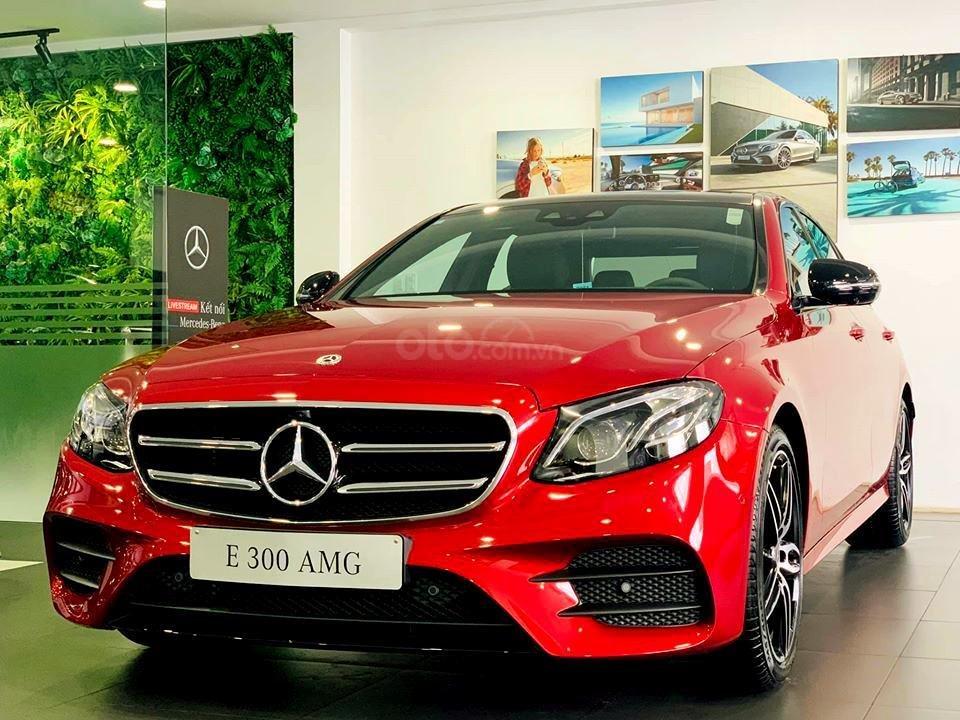 Mercedes-Benz E300 AMG sang trọng - đẳng cấp, giảm giá tiền mặt 150.000.000, có sẵn giao ngay (4)