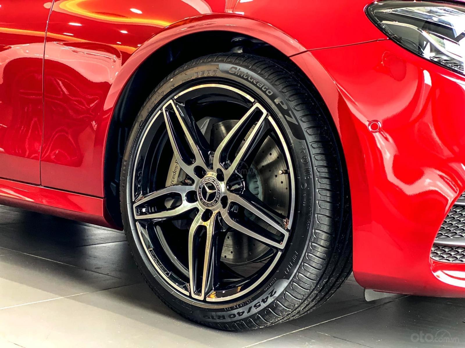 Mercedes-Benz E300 AMG sang trọng - đẳng cấp, giảm giá tiền mặt 150.000.000, có sẵn giao ngay (5)