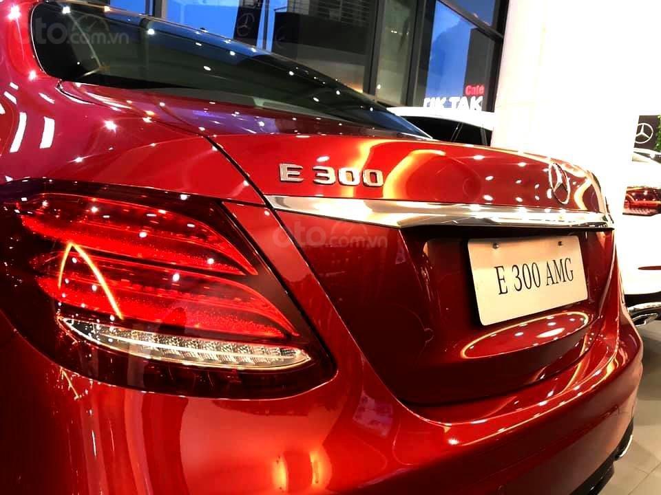 Mercedes-Benz E300 AMG sang trọng - đẳng cấp, giảm giá tiền mặt 150.000.000, có sẵn giao ngay (7)