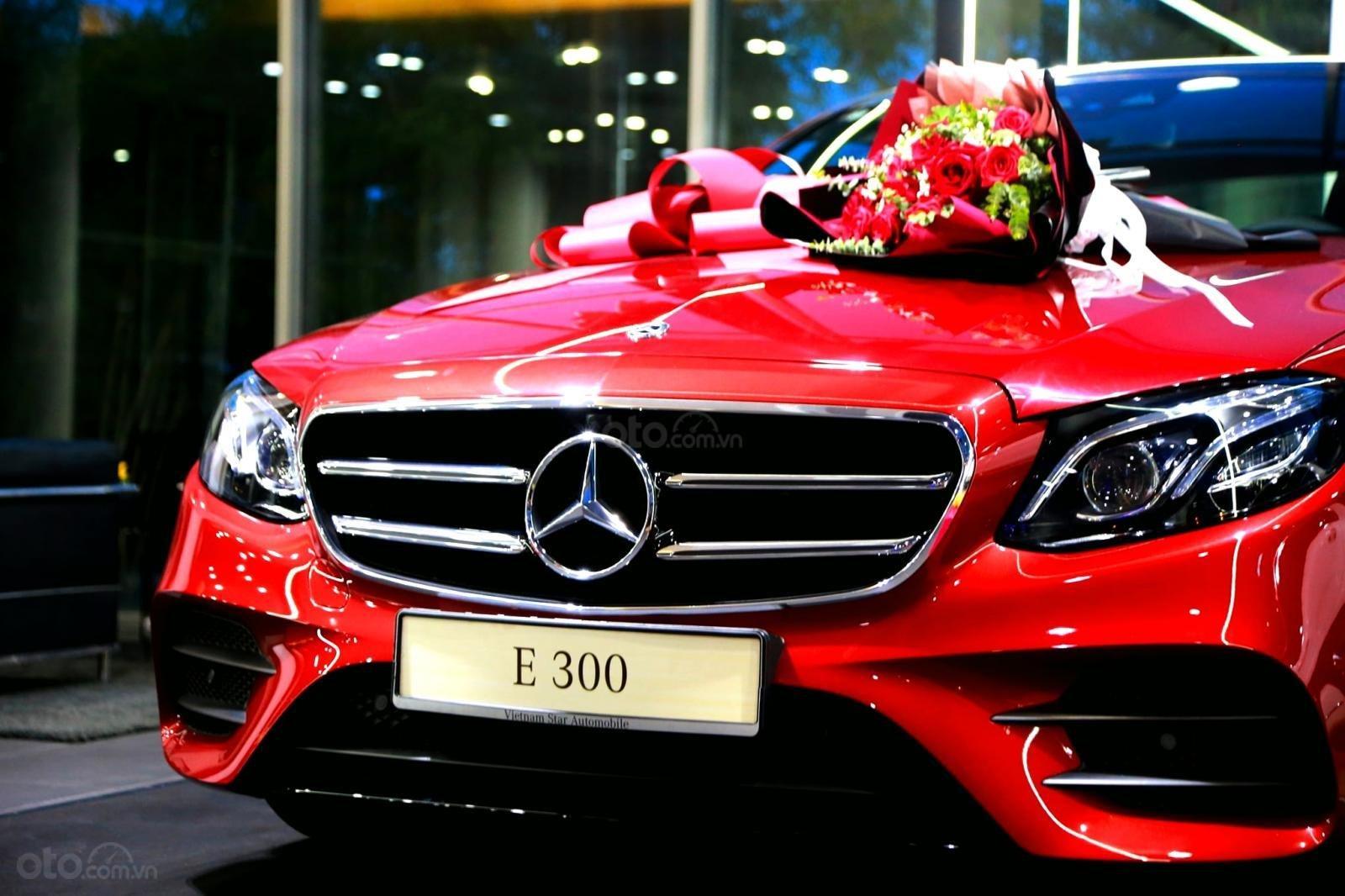 Mercedes-Benz E300 AMG sang trọng - đẳng cấp, giảm giá tiền mặt 150.000.000, có sẵn giao ngay (9)