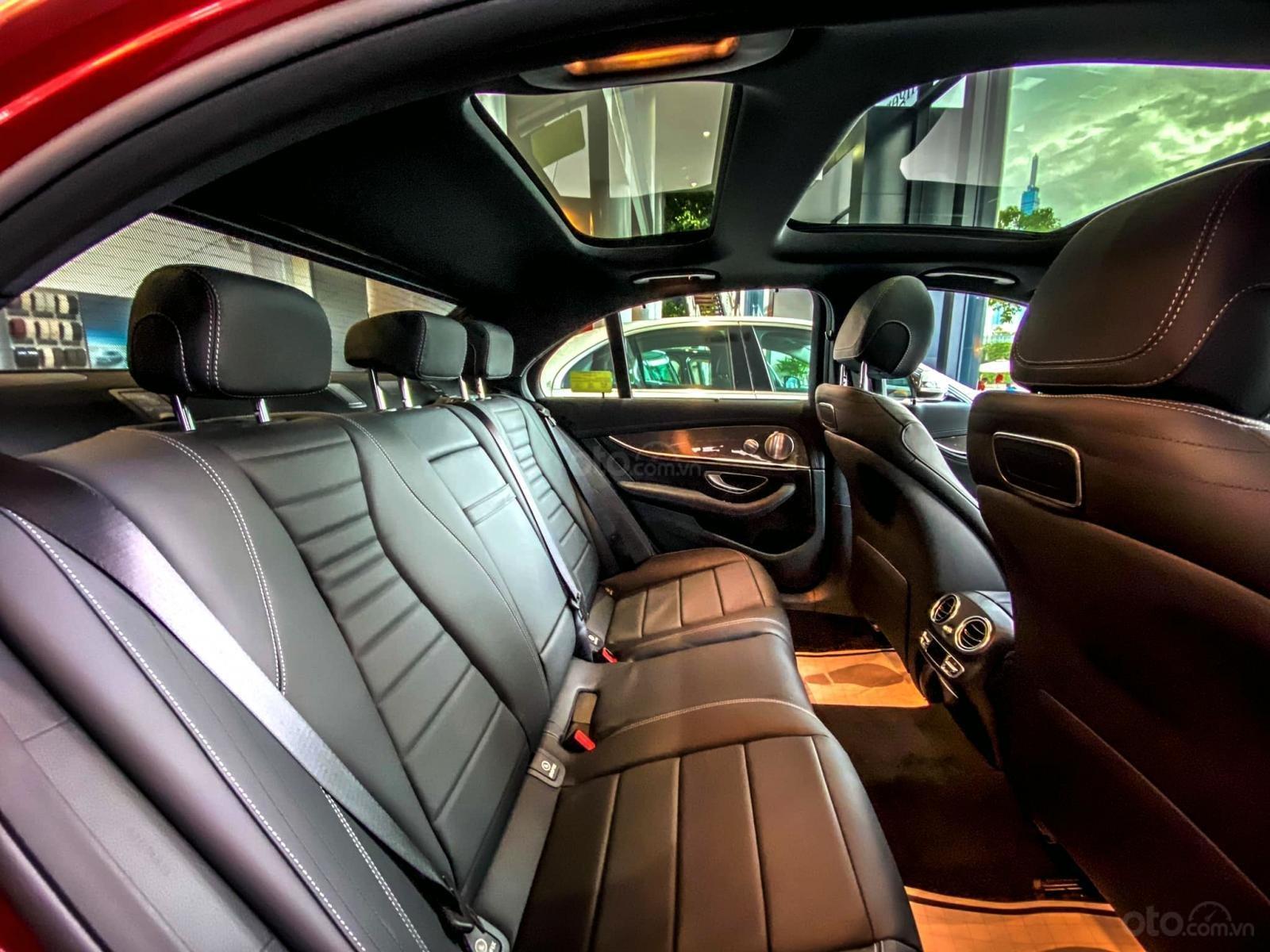 Mercedes-Benz E300 AMG sang trọng - đẳng cấp, giảm giá tiền mặt 150.000.000, có sẵn giao ngay (12)