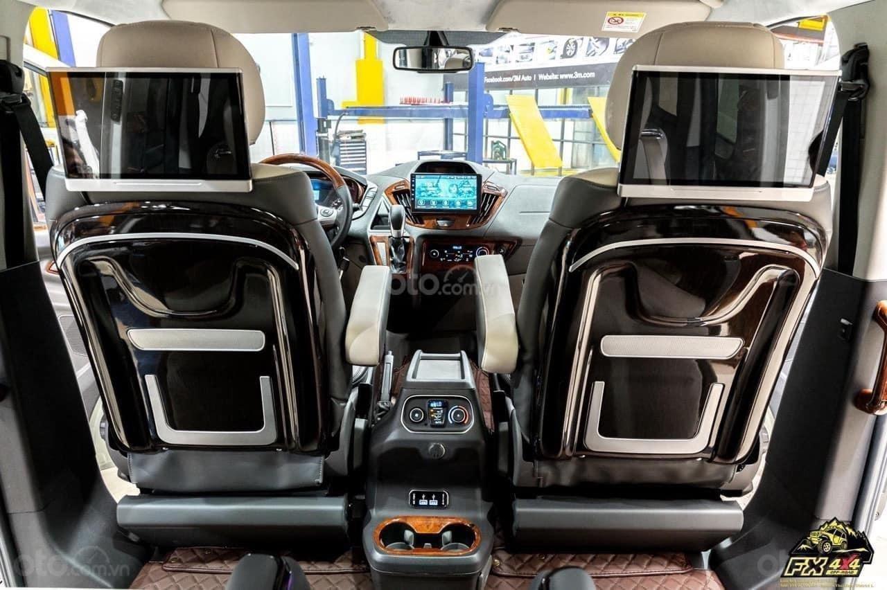 Ford Tourneo Limousine phiên bản giới hạn (8)