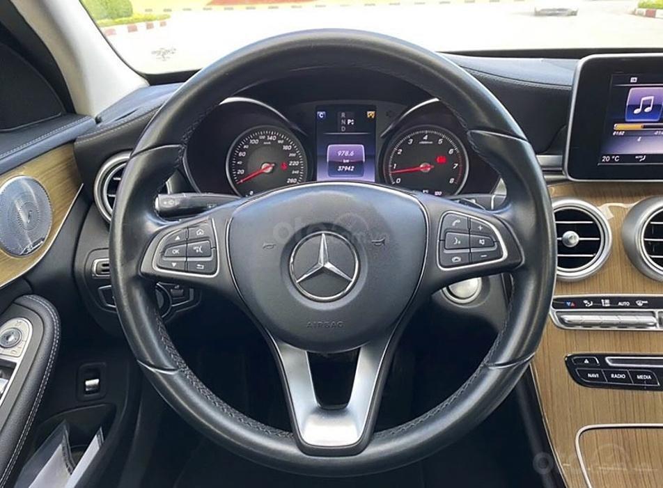 Bán Mercedes C250 Exclusive năm sản xuất 2016, màu đen (4)