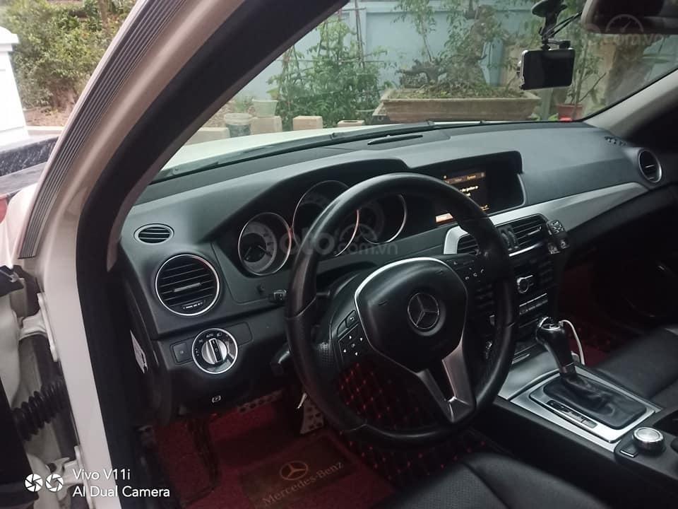 Cần bán lại xe Mercedes C200 đời 2011, màu trắng (4)