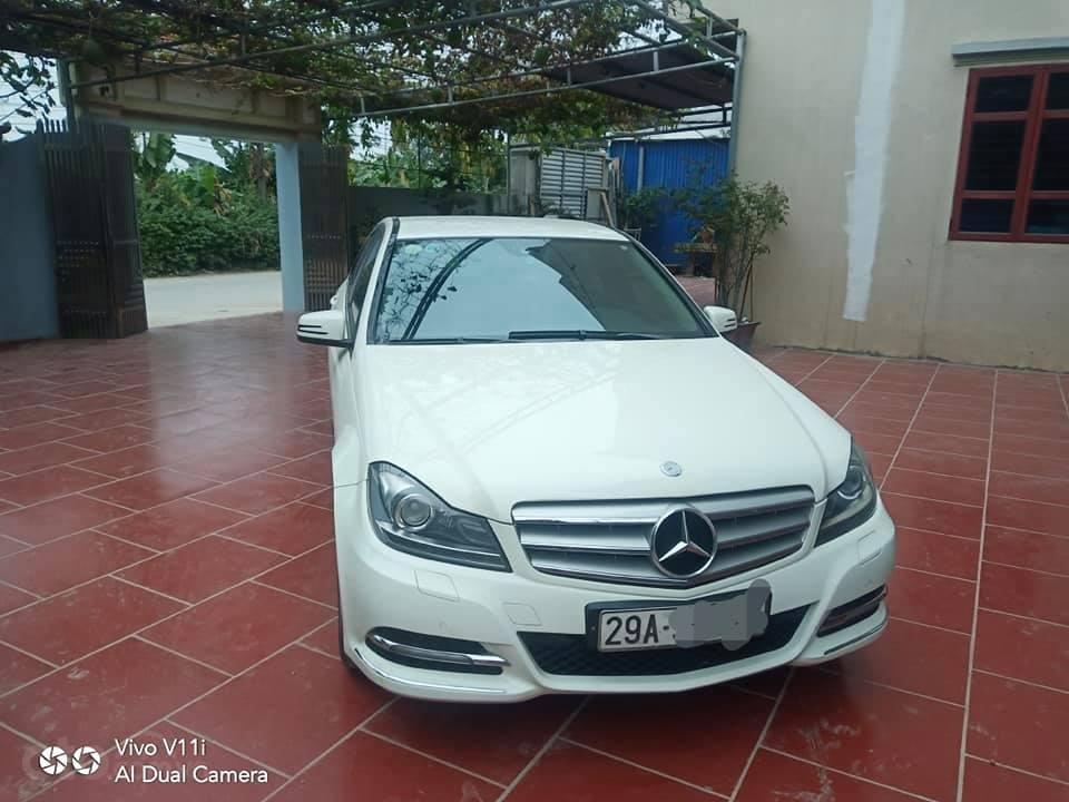 Cần bán lại xe Mercedes C200 đời 2011, màu trắng (1)