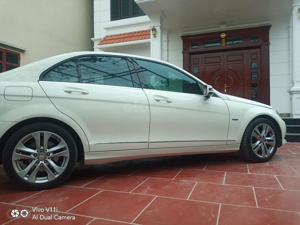 Cần bán lại xe Mercedes C200 đời 2011, màu trắng (2)