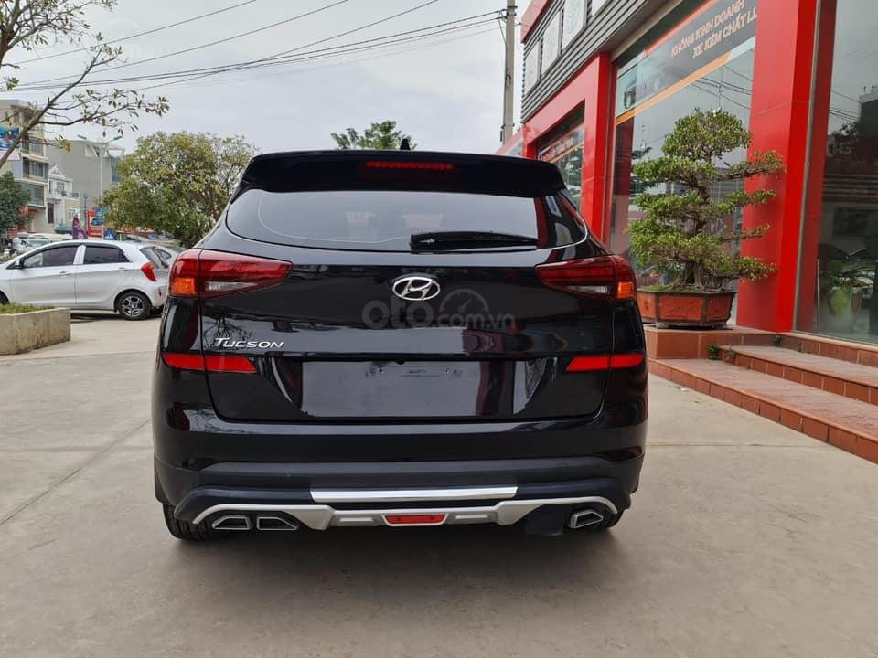Bán Hyundai Tucson đời 2019, màu đen chính chủ (1)
