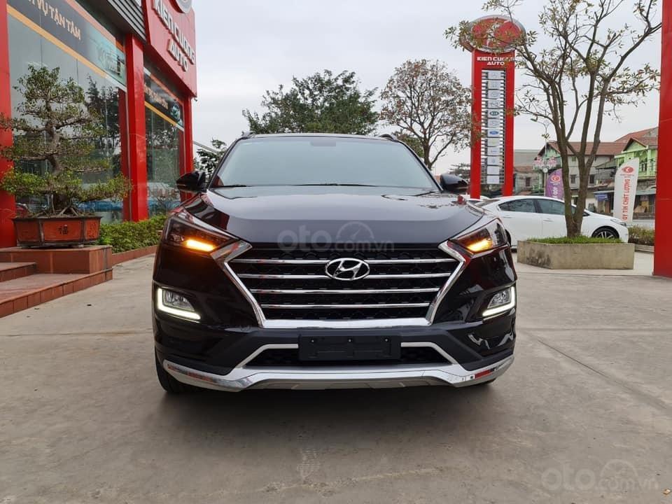 Bán Hyundai Tucson đời 2019, màu đen chính chủ (4)